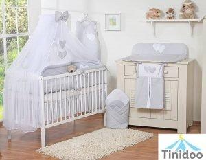 lit bébé gris à barreaux