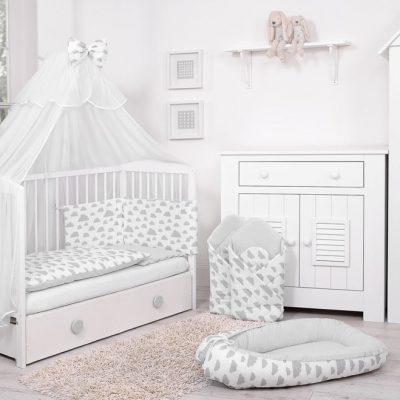 une chambre de bébé sur le thème des nuages