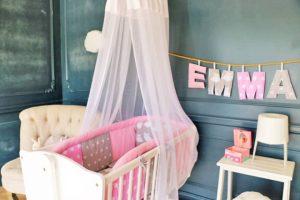 berceau fille avec tour de lit rose et gris