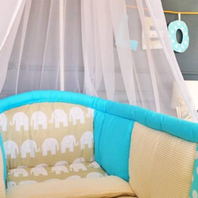 tour de lit bleu pour berceau bébé