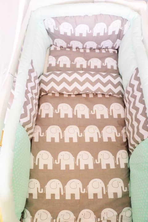 tour de lit menthe à motif éléphants pour berceau