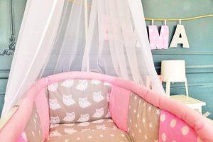 tour de lit rose pour berceau fille