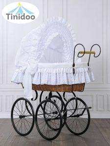 berceau vintage en osier pour bébé