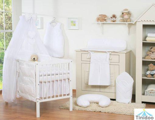 lit bébé en bois à barreaux