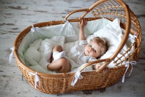 berceau bébé vintage en osier