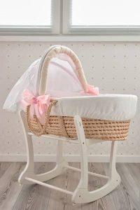 Berceau en osier adapté pour les nouveaux-nés